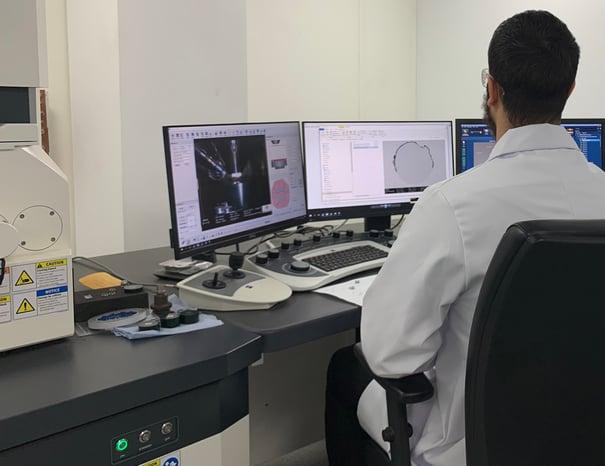 Finn Rees, Lab Technician analysing Colmonoy powder through SEM and EDS Analysis capabilities